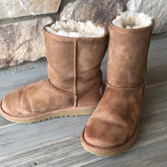 72bd9ad9ec0 Ugg classic brown chestnut short boots, size 2